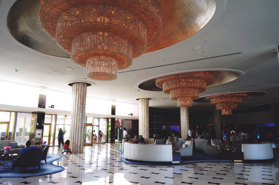 New School Luxury in an Old School Resort: Fontainebleau Miami thumbnail